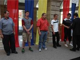 Pětice mužů, která dopadla v Potštátě na Přerovsku lupiče, jenž přepadl zdejší