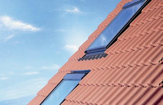 Kvalitní střešní okna nabízí VELUX.