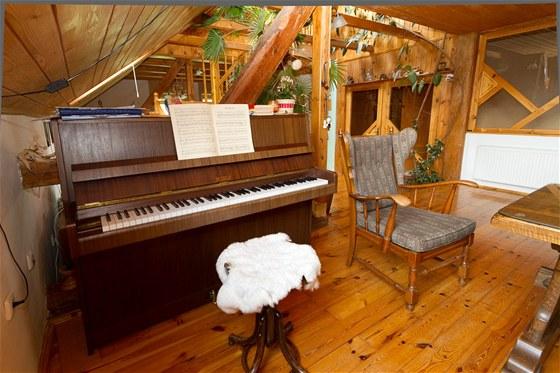 V ob�vac�m pokoji je m�sto i na piano.