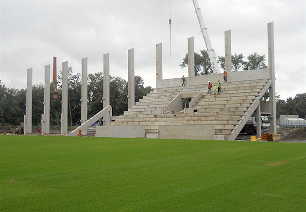 Stavba nových tribun na stadionu ve �truncových sadech v Plzni