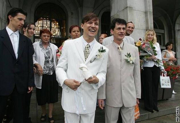 První registrované partnerství v �R uzav�eli v Ostrav� pan Karel (vpravo) a pan