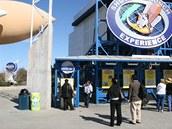 Návštěvníci si mohou nanečisto prožít start raketoplánu v populárním simulátoru.