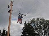 Tandemová houpačka v lanovém centru je vysoká 13 metrů.