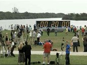 Plánované desetiminutové pozastavení odpočítání stratu Atlantisu na T-20 minut.