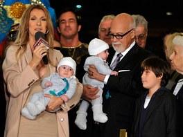 Céline Dion s manželem, čtyřměsíčními dvojčaty a  synem v Las Vegas