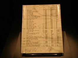 """Návod pro astronauty - """"Go/N Go Cue Card"""", 1972. Astronauti museli na kartičky spoléhat především za těžko předvídatelných okolností."""