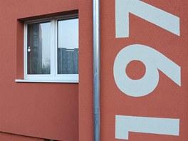 Výrazné umístění čísel popisných na vchodech si vyžádali členové družstva.