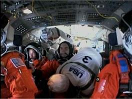 Posádka posledního letu raketoplánu Atlantis je na místě