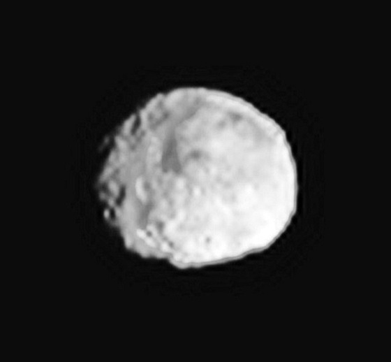 Vesta - nový nejlepší snímek z Dawn 24. června, rozlišení 15 km na pixel