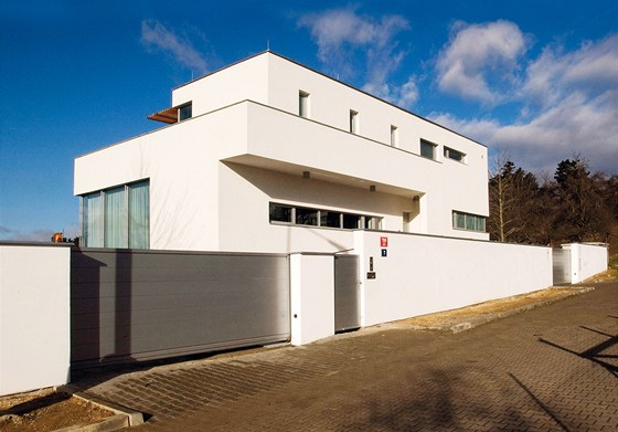 Rodinné bydlení v Troji I. – inspirované pracemi architektů Miese Van der Rohe