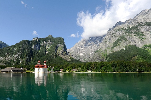 Jezero Konigseea. Kostel sv. Bartoloměje