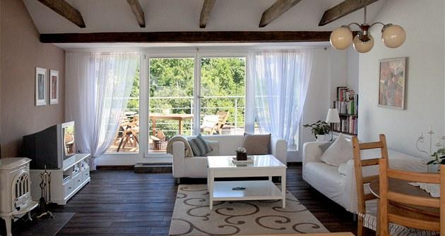 Sou�ástí obývacího pokoje je prostorná terasa, ze které je nádherný výhled na