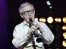 Re�is�r Woody Allen hraje pro d�ti v rusk�ch nemocnic�ch (9. �ervence 2011)