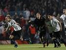 Fotbalist� Uruguaye se raduj� z postupu do semifin�le mistrovstv� Ji�n� Ameriky.