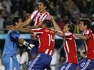 JSME V SEMIFINÁLE. Fotbalisté Paraguaye se radují z postupu do semifinále