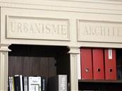 Knihovna v pracovně – repasovaná almara z antiku