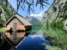 Zrcadl�c� hladina jezera Obersee