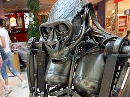 Výstava zvířat z kovového šrotu v obchodním středisku Centro Zlín v Malenovicích