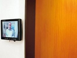 Kamery nás mohou varovat, kdo je před dveřmi.