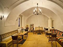 Zařízení Café Fara se shánělo u vetešníků i starožitníků.