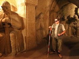 Nevidomý průvodce v jeskyni Blanických rytířů Jan Pavlíček.