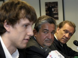 Tren�r Flip Saunders (zprava) spolu s majitelem Washintonu Wizards Tedem