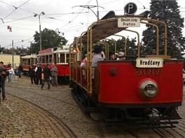 Průvod historických tramvají vyráží v pondělí 18. 7. 2011 do ulic Prahy na