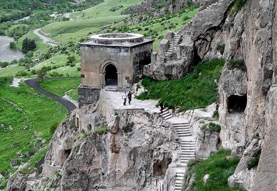 Skalní kláštery ve Vardzii