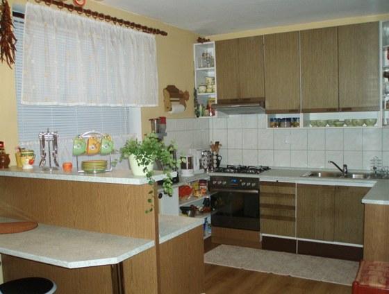 Nová kuchyně (ještě bez chladničky)