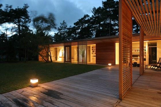 Architekt nezanedbal ani venkovní osvětlení.