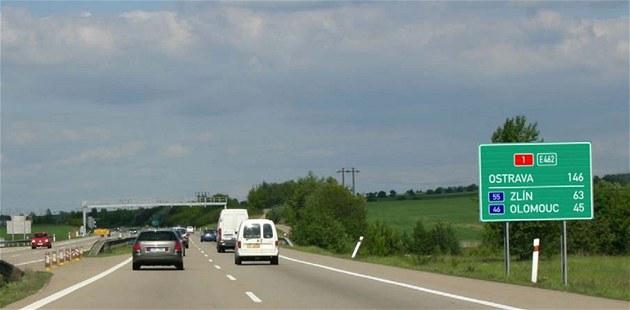 Nová dopravní zna�ka plánovaná pro �eské dálnice. (vizualizace)