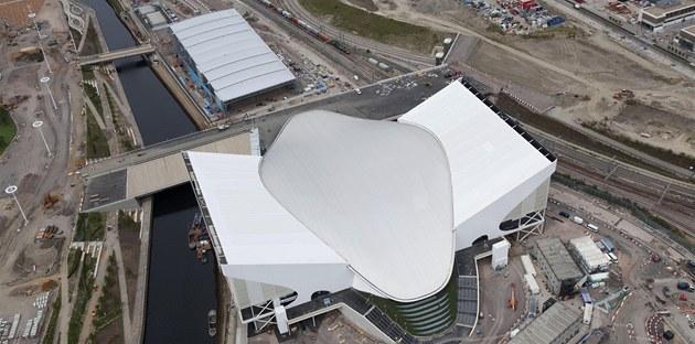 Plavecké centrum (v pop�edí) a bazén pro vodní pólo ur�ené pro olympijské hry v