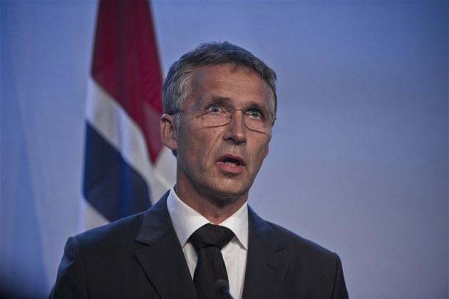 Norský premiér Jens Stoltenberg na tiskové konferenci k útok�m v Norsku (23.
