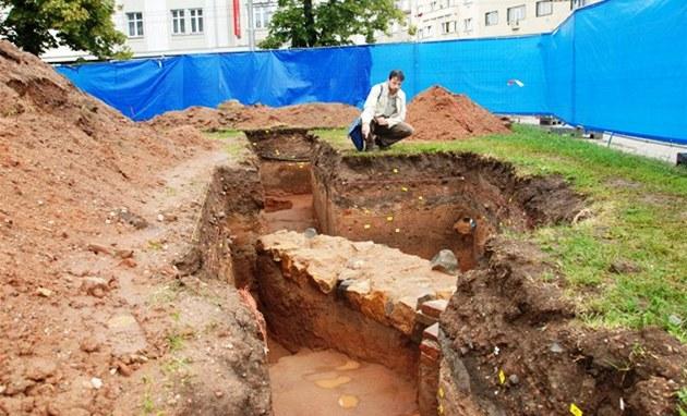 Archeologický pr�zkum na nám�stí 28. �íjna v Hradci Králové odhalil základy