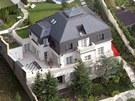 Luxusní vila v Černošicích u Prahy, ve které před svým útěkem žil Radovan Krejčíř