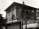 P�vodn� Bezru�ova chata, kter� vyho�ela v roce 1978.