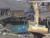 Demolice Kotasova stadionu v Ostravě v roce 2003.