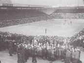 Záběr na ještě nezastřešený Kotasův stadion v Ostravě z přelomu 40. a 50. let