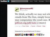 Tweet s prohlášením skupiny Anonymous ke krádežím dat ze serveru NATO.