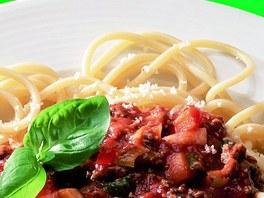 Špagety s boloňskou omáčkou.