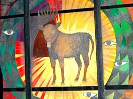 Jedna z vitráží kostel Matky Boží  Sněžné v Alpe d´Huez podle motivů Evangelia