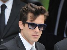 Britský hudebník Mark Ronson na pohřbu Amy Winehouseové