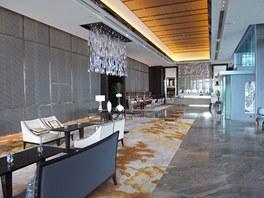 Recepce mrakodrapu ICC (International Commerce Centre) s lustry z Preciosy