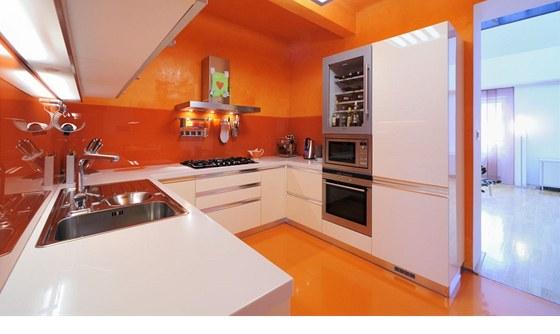 Kuchyně Nova Linea má praktickou dispozici ve tvaru U.