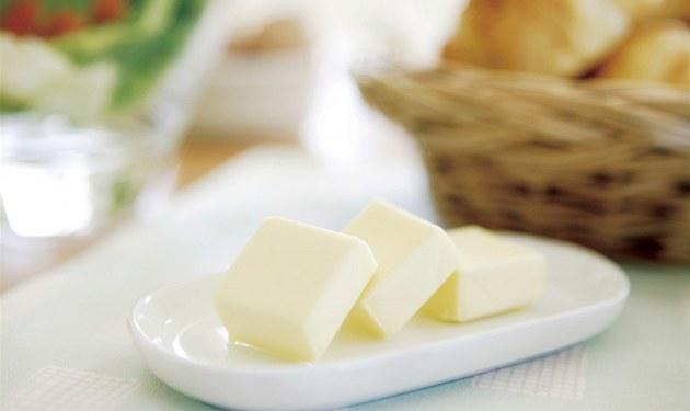 Není nad oby�ejný chleba nebo rohlík s �erstvým máslem.