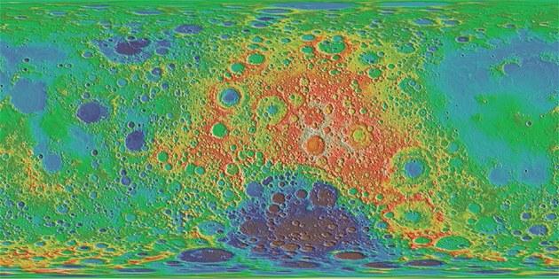 Výšková mapa povrchu Měsíce (přenesená na plochu). Jak je z ní patrné, povrch