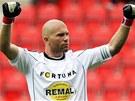Fotbalov� brank�� Radek S�oz�k oslavuje v�t�zstv� jeho t�mu Bohemians 1905 nad