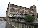 Textiln� z�vod Mosilana v brn�nsk�ch Ob�anech zam�stn�val a� 600 lid�. V roce 1992 se v�ak firma odst�hovala do nov�ho are�lu a budova od t� doby ch�tr�.
