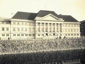 Takto vypadaly městské lázně po dostavění v roce 1932