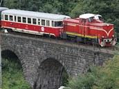 Historický vlak na trati mezi Tanvaldem a Harrachovem